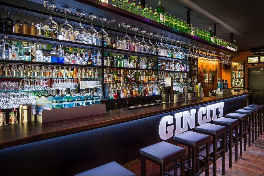 Gin-Auswahl der Bar Gin City